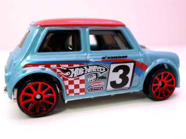 hot wheels morris mini blue (3)