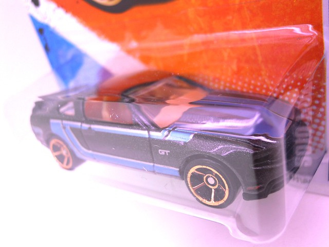 hot wheels 2010 ford mustang gt blk  (3)