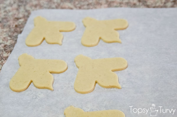 bee-sugar-cookie-recipe-baking