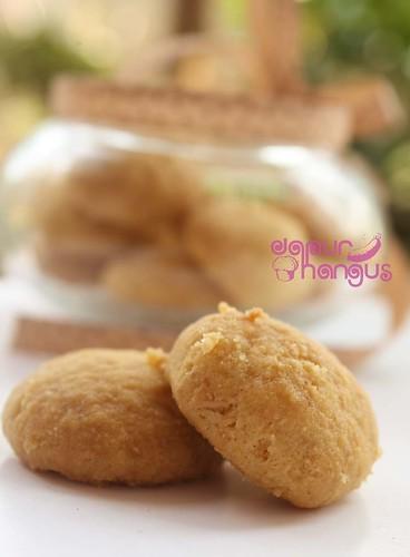 Almond Button, Serasa Makan Biskuit Bayi (2/3)