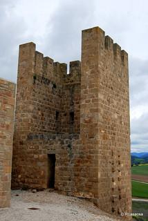 Uno de los torreones del Cerco de Artajona