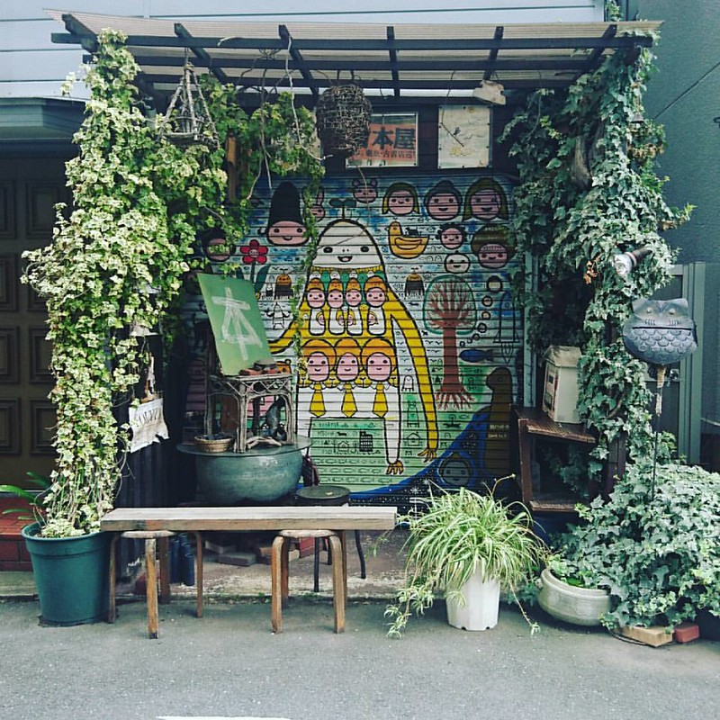 🌱🌿 mini vegetal shrine 🍀🌱🌿 #tokyo #japan #plants #streetart #shinjuku #waseda