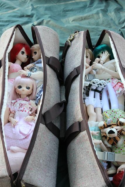 "2 bags- 7 dolls! 0__0"""