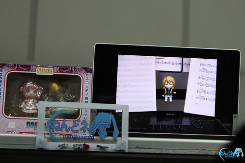 Playing slideshow of Nendoroid photos