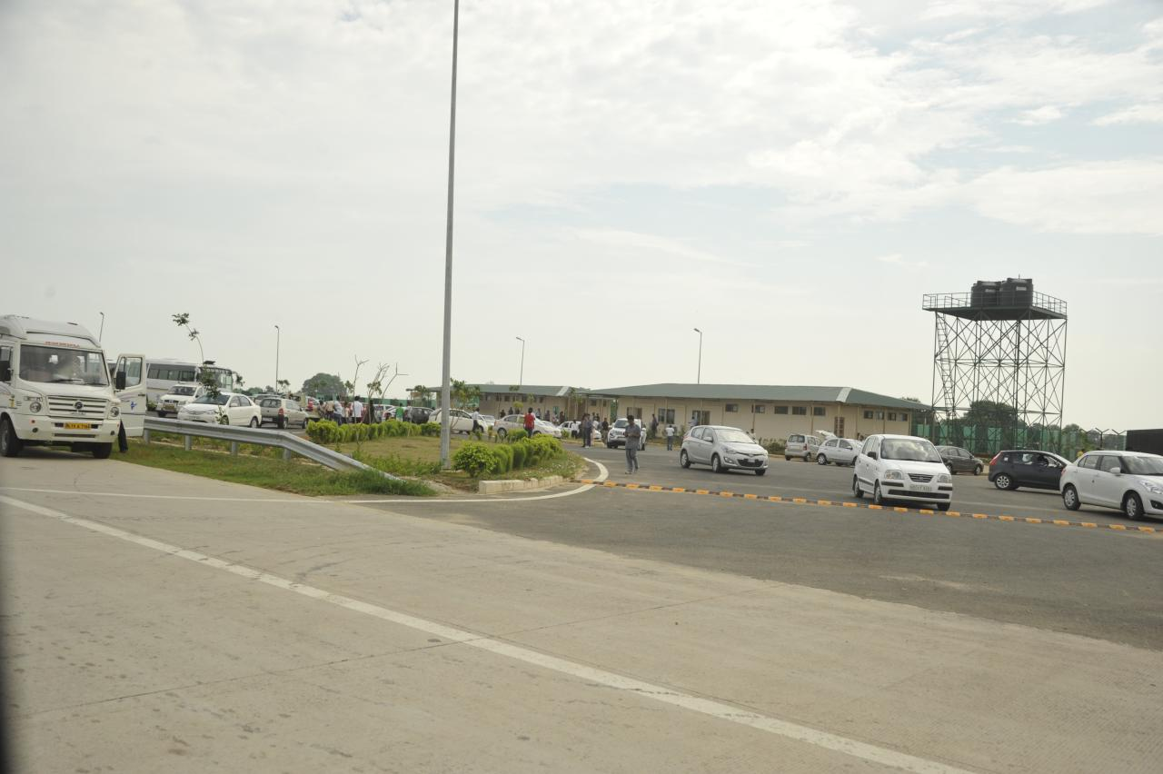 Each of the toll plazas has a rest place attached. So on 200kms expressway there are only three rest places