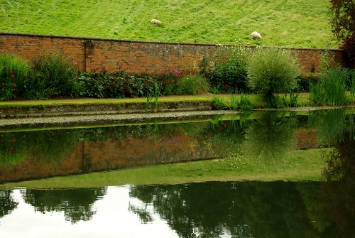 20120831-14_Upton House Gardens - Pond + Boundary Wall Border by gary.hadden