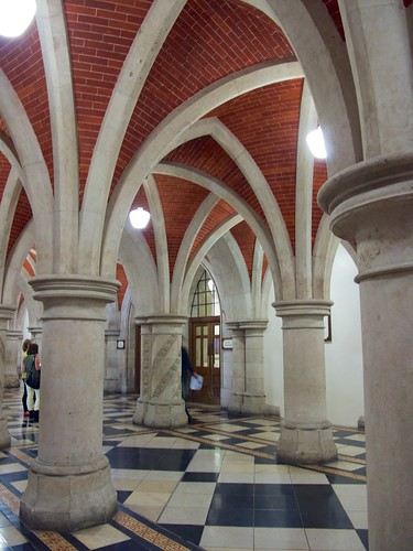 Crypt Corridor, Royal Courts