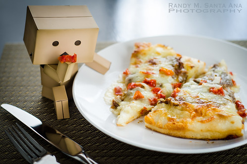 Danbo Adventures: Hungry Danbo Eats Pizza.