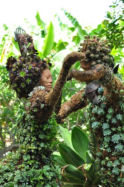 topiary dancers1