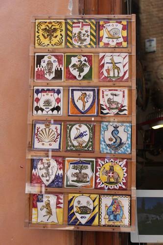 20120808_5030_Siena-contrada-shields