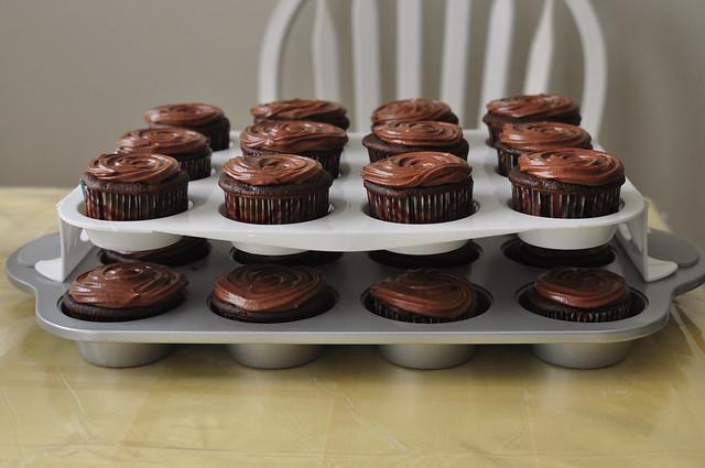 dark chocolate cupcakes 04