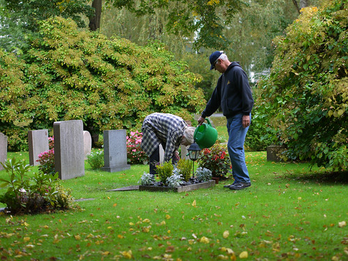 272/366 - Watering the grave by Flubie