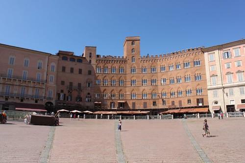 20120808_5059_Siena-Piazza-del-campo