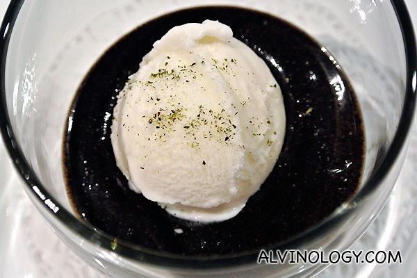 Puree of roasted black sesame