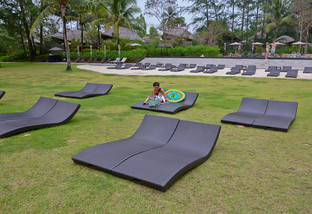 Grassy Lounge