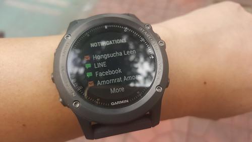 ทำหน้าที่เป็น Smartwatch แบบง่ายๆ ด้วยการรับ Notifications มาจากสมาร์ทโฟน