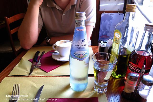 這礦泉水真的好好喝,也不知道是真的口渴了,還是礦泉水的品質很好,一罐雖然要1.8歐,還是付得很歡喜。
