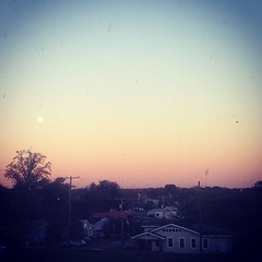 pink sky. big white moon. good end to sunday funday. @dmossthered @hannahbroom @wmwielgosz