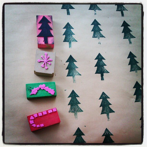 I have made some quick stamps so the children can make me some patterned Christmas wrapping paper. #todaysadventactivity