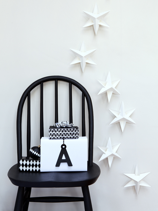 Black & White Holiday Decorating Ideas