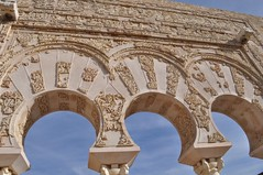 Detalle de los magníficos arcos de la vivienda Medina Azahara, el capricho del primer califa de Al-Andalus Medina Azahara, el capricho del primer califa de Al-Andalus 8176234340 5dbf128104 m