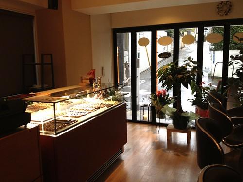 店内はカウンター席メインかな。@Cafe Entree