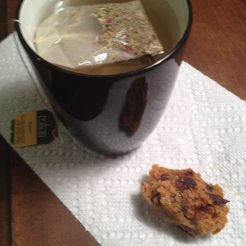 tea and pumpkin muffin
