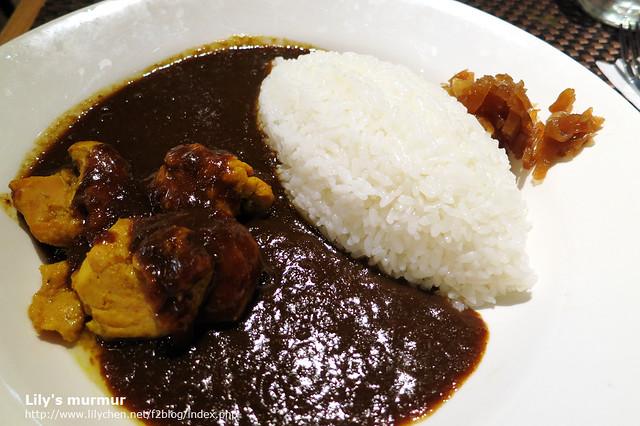 位於阪急地下街的東京咖哩還不錯吃唷,很日本口味的咖哩。