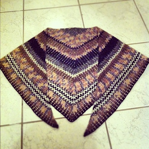 New #crochet #shawl finish #einband #kría #þóraheklbók #black #gray #brown