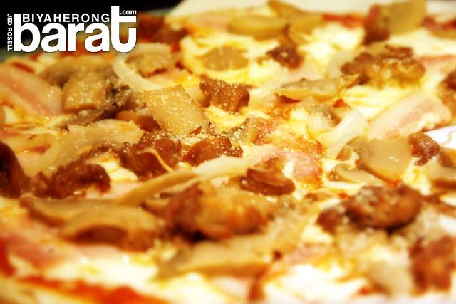 Pizza in arabela restaurant liliw laguna