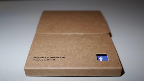 還沒打開紙盒就看到 FB 的 Logo