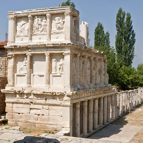 El Sebastión o Augusteum, se dedicó en forma conjunta, de acuerdo con una inscripción del siglo primero en su propylon,  Aphrodisias y la diosa griega del amor - 8271883807 c8014b4c19 - Aphrodisias y la diosa griega del amor