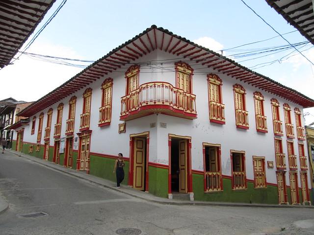 Una vivienda típica de la arquitectura del paisaje cultural cafetero