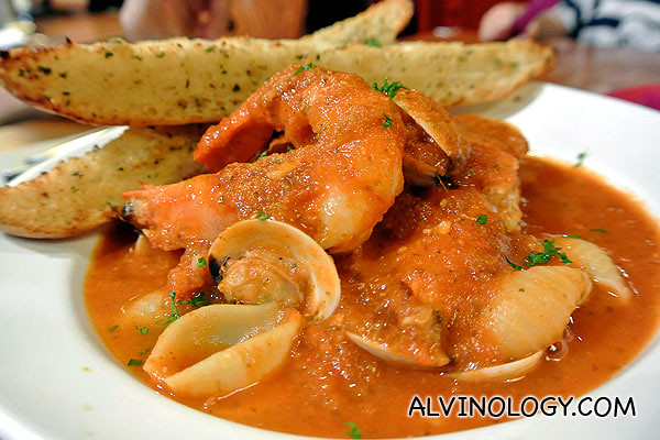 Drunken Masta' ($16.80/$18.80/$20.80, depending on how much alcohol you want in it) - Chunky seafood stew of tiger prawns, dory fillet, clams and shell pasta, flamed and spiked with the heat of tequila.