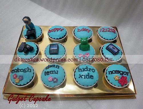 DKMCakes, kue ulang tahun jember, pesan blackforest jember, pesan cake jember, pesan cupcake jember, gadget cupcake