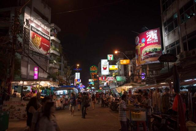 據說是背包客必逛之處,自成一包羅萬象的商圈,可以滿足各方面的需求