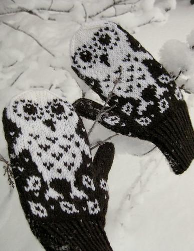 Snow owl mittens