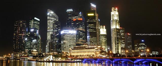 Singapore CBD and Esplanade Drive Merlion Park