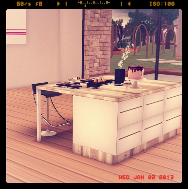 My Linden Home -Dining Area overlooking the Wee Pool