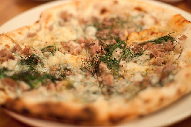 Finocchio Flower Power pizza