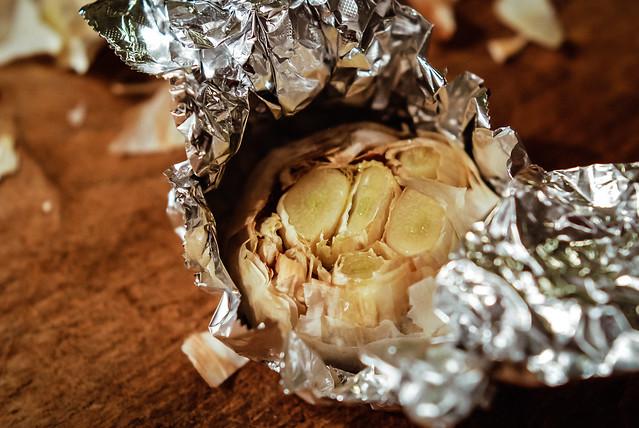 gepofte knoflook bij het hert in pancetta en wildsaus met chocolade