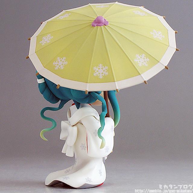 Nendoroid Snow Miku: Strawberry White Dress version