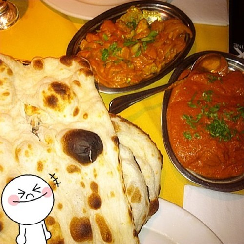 Another #latergram late night dinner w @javz_ at Trimurti Queen St loved their #Naan