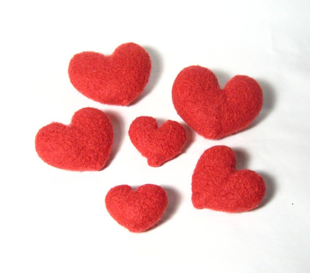 Felt hearts red