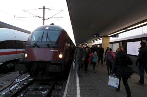 ÖBB 'Railjet' train led by driving trailer 80-90.722