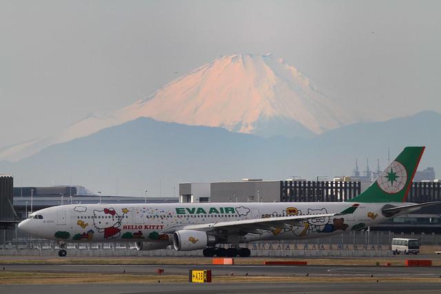 EVA AIR A330-200(B-16331)
