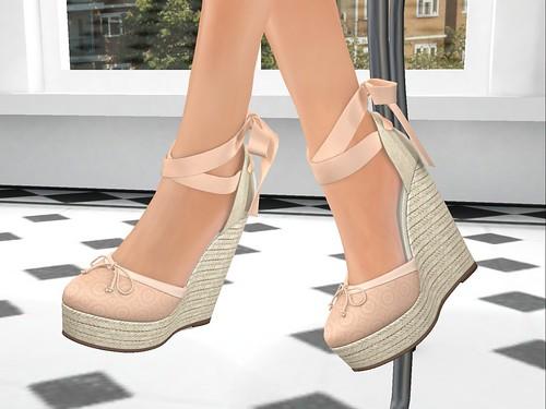 Demin at the Spa shoe closeup