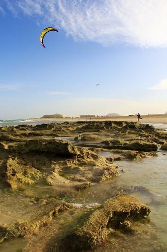 Il mondo di mezzo in Flag Beach by Art Gamila