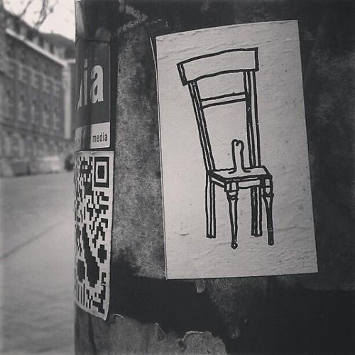 başbakan koltuğu #bw #brussels #streetart #sticker