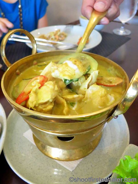 Gaeng Kiew Wan Gai (chicken in green curry) P450